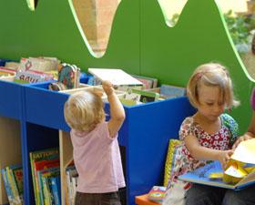 bebe-in-biblioteca.jpg