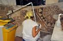 Pulitura del mosaico in laboratorio mediante laser.