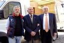 Il sindaco Pighi, Ennio Reggiani e Atos Serradimigni dell'associazione Regina Elena onlus, che ha donato le uova di Pasqua agli ospiti delle strutture comunali