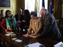 Un momento della firma del protocollo per l'Agenzia casa