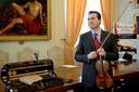 Il maestro Matteo Fedeli a Modena con lo Stradivari 1715 ex Bazzini.jpg