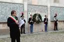 Il sindaco davanti al Sacrario della Ghirlandina