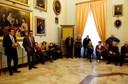 Il sindaco Muzzarelli e l'assessore Cavazza con i volontari delle scuole