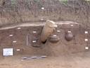 scavo a Casinalbo con urne e segnacoli.JPG