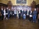 """Gli studenti """"100 e lode"""" con il sindaco Giorgio Pighi e l'assessore Adriana Querzè"""