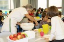 L'ora del pasto in una scuola d'infanzia comunale