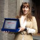 L'assessora a Bilancio e Smart City Ludovica Carla Ferrari con il premio EGov