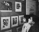 Bambini alla mostra di Carpi del 1955