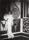 Anton Giulio Bragaglia, Thais, 1917. L'attrice Thais Galitzky su fondale decorato de E. Prampolini.jpg