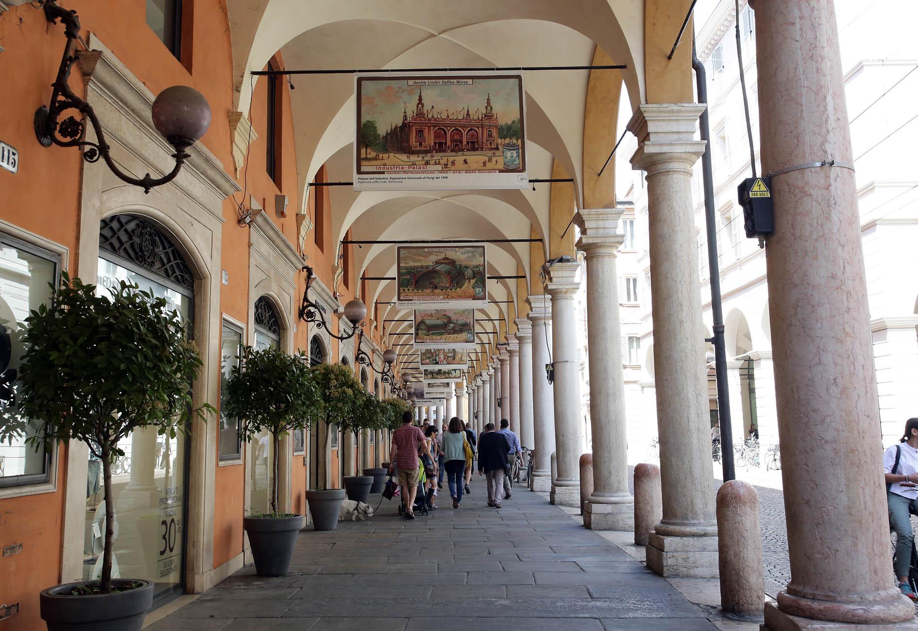 Ufficio Moderno Portici : Modena expo storiche in figurina in mostra sotto i portici u sito
