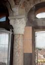 Colonna e capitello puliti, analisi sulle pareti