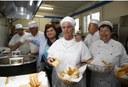 Assessora Vandelli e volontari del Comitato anziani Quartiere 3 nella nuova cucina