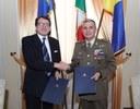 Il sindaco Gian Carlo Muzzarelli e il generale Salvatore Camporeale