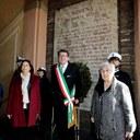 22 aprile 2017 prefetto Paba, sindaco Muzzarelli, Aude Pacchioni Anpi lapide Medaglia d'oro.jpg
