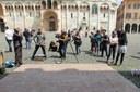 Julian Beever con Kurt Wenner nel cantiere artistico di piazza Grande.jpg
