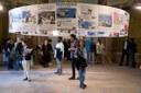 Visitatori alla mostra di Toccafondo nella Palazzina dei Giardini ducali