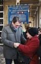 Il sindaco Muzzarelli con la moglie di Triva, Luciana 291218.jpg