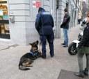 Gli operatori della Polizia Locale con Victor