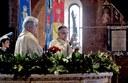 Un momento della cerimonia in Duomo con il vescovo Erio Castellucci