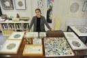 L'artista Alice Padovani nel suo studio
