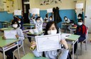 Bam,bino=Cittadino, Bimbi mostrano l'attestato di cittadinanza onoraria