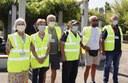 I volontari che hanno l'attestato per il restauro al parco Fiori recisi